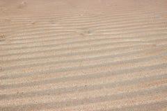 Arena de la ondulación en la playa Fotografía de archivo