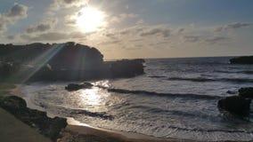 Arena de la playa de la puesta del sol de la montaña del mar de Biarritz Imagenes de archivo