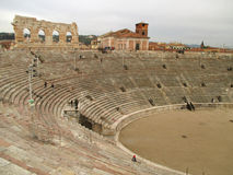 Arena de Verona, Roman Amphitheatre bem preservado no quadrado do sutiã da praça em Verona imagem de stock royalty free