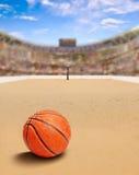 Arena del baloncesto de la playa con la bola en espacio de la arena y de la copia Imágenes de archivo libres de regalías