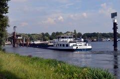Arena del cargamento de embarcación fluvial Imagenes de archivo