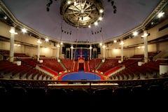 Arena del cerchio in lampade del circo accese fotografia stock