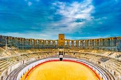 Arena e anfiteatro romano em Arles, França imagens de stock royalty free