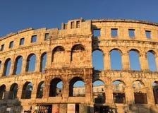 Arena för Pula` s i Kroatien på solnedgången royaltyfri bild