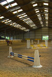 Arena interior del montar a caballo Foto de archivo libre de regalías