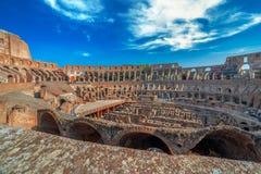 Arena kolosseum przy wieczór czasem z turystami inside, Obraz Stock