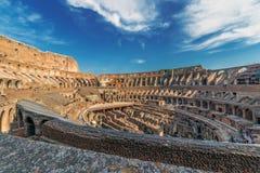 Arena kolosseum przy wieczór czasem z turystami inside, Obrazy Royalty Free
