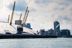 Arena O2 über der Themse Stockbilder