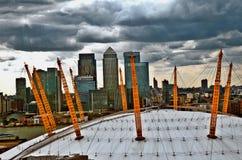 Arena O2 och Canary Wharf Arkivbild