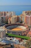 Arena para la corrida y ciudad en la costa de mar Málaga, España fotografía de archivo libre de regalías