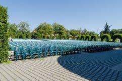 Arena pełno puści krzesła w parku Obraz Royalty Free