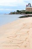 Arena, playa, mar y ciudad Imágenes de archivo libres de regalías