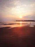 Arena, puesta del sol de la playa Fotos de archivo