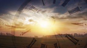 Arena que se ejecuta a través de las manos Salida del sol Imagenes de archivo