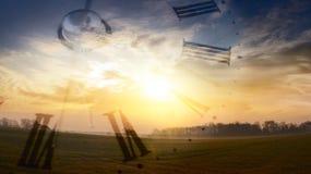 Arena que se ejecuta a través de las manos Salida del sol Fotografía de archivo
