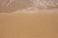 Arena y agua en la playa. Imagen de archivo libre de regalías