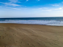 Arena y océano soplados viento Imágenes de archivo libres de regalías