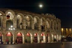 Arenadi Verona och fullmåne närmast höstdagjämningen Royaltyfria Bilder
