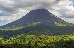 Arenal Vulkaan en Tropisch Regenwoud, Costa Rica royalty-vrije stock afbeeldingen