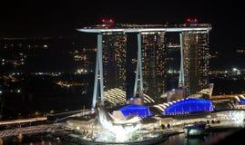 Arenas de la bahía del puerto deportivo en la noche Imagenes de archivo