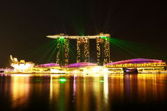 Arenas de la bahía del puerto deportivo en la noche Fotos de archivo