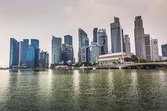 ARENAS DE LA BAHÍA DEL PUERTO DEPORTIVO, SINGAPUR 5 DE NOVIEMBRE DE 2015: Horizonte de Singap Fotos de archivo