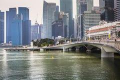 ARENAS DE LA BAHÍA DEL PUERTO DEPORTIVO, SINGAPUR 5 DE NOVIEMBRE DE 2015: Horizonte de Singap Fotografía de archivo