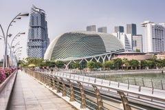 ARENAS DE LA BAHÍA DEL PUERTO DEPORTIVO, SINGAPUR 5 DE NOVIEMBRE DE 2015: Horizonte de Singap Imágenes de archivo libres de regalías