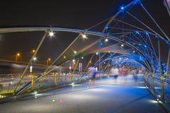 ARENAS DE LA BAHÍA DEL PUERTO DEPORTIVO, SINGAPUR 12 DE OCTUBRE DE 2015: El puente i de la hélice Foto de archivo libre de regalías