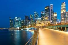 ARENAS de la BAHÍA del PUERTO DEPORTIVO, SINGAPUR - 23 de mayo de 2017: Singapur colorido C Imagen de archivo libre de regalías