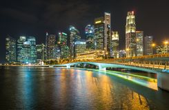 ARENAS de la BAHÍA del PUERTO DEPORTIVO, SINGAPUR - 23 de mayo de 2017: Singapur colorido C Fotografía de archivo