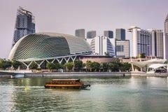ARENAS DE LA BAHÍA DEL PUERTO DEPORTIVO, SINGAPUR 5 DE NOVIEMBRE DE 2015: Horizonte de Singap Fotos de archivo libres de regalías