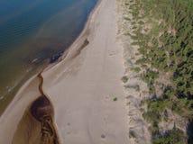 Arenas y río del paisaje marino en la costa costa al mar Fotografía de archivo libre de regalías