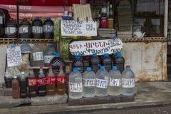 ARENI ARMENIA, MAJ 01, 2016: - Lokalnego wina sprzedawcy przy Areni, Są Obrazy Stock