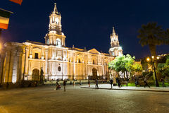 Arequipa, Περού: Άποψη της κύριας εκκλησίας καθεδρικών ναών στο πρωί Στοκ φωτογραφία με δικαίωμα ελεύθερης χρήσης