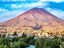 Arequipa, Περού με το εικονικό ηφαίστειό του Chachani στο backgroun Στοκ φωτογραφίες με δικαίωμα ελεύθερης χρήσης
