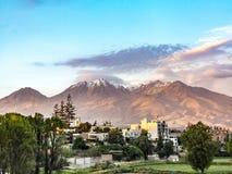 Arequipa, Περού με το εικονικό ηφαίστειό του Chachani στο backgroun Στοκ εικόνα με δικαίωμα ελεύθερης χρήσης