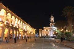 Arequipa, Περού - τον Ιούνιο του 2018: Plaza de Armas σε Arequipa, γνωστό ως λευκές πόλη και ΟΥΝΕΣΚΟ στο Περού τη νύχτα Στοκ Φωτογραφίες