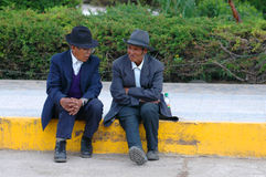 AREQUIPA PERU - FEBRUARI 04: Oidentifierade lokaler på strömförsörjningen pl Royaltyfri Foto