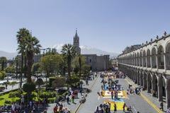 AREQUIPA PERU - MAJ 06, 2016: Corpus Christi på Plaza de Armas Royaltyfri Fotografi