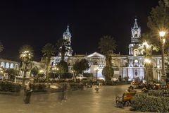 AREQUIPA PERU, MAJ, - 06, 2016: Kolonistów domy na Placu De Armas Obraz Royalty Free