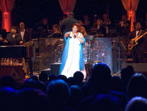 Aretha执行在威廉J.克林顿总统图书馆2004年11月18的正式空缺数目的日庆祝的富兰克林在小石城, AK 克林顿总统图书馆11月18日, 免版税库存照片