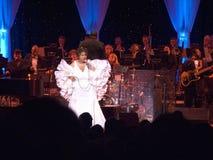 Aretha Franklin exécutant à la célébration pour l'ouverture officielle de la bibliothèque présidentielle le 18 novembre 2004 à Li Photographie stock libre de droits