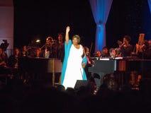 Aretha Franklin exécutant à la célébration pour l'ouverture officielle de la bibliothèque présidentielle le 18 novembre 2004 à Li Photographie stock