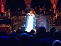 Aretha Franklin exécutant à la célébration pour l'ouverture officielle de la bibliothèque présidentielle le 18 novembre 2004 à Li Photo libre de droits
