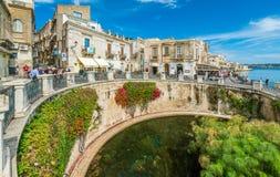Arethusa和Siracusa西勒鸠斯喷泉在一个晴朗的夏日 意大利西西里岛 免版税图库摄影