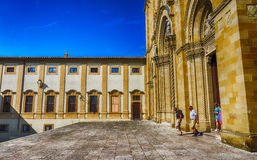 AREZZO, ITALIEN - MAI 2015: Piazza Grande -Quadrat mit Touristen AR stockbild