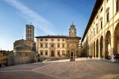 Arezzo: Piazza Grande der Hauptplatz von Arezzo-Stadt, Toskana, Italien stockbild