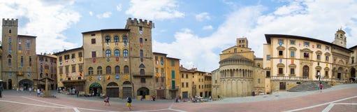 Arezzo Piazza Grande panoramisch stockbilder