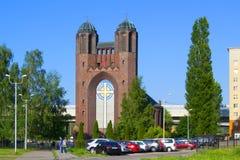 Arg domkyrkaförr-kyrka för helgedom av korset - ortodox kyrka i Kaliningrad i byggnaden av den tidigare lutheranen arkivfoto
